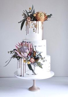 Dripped wedding cakes from Laombrecreations - Maid of h .- dripped wedding cakes from Laombrecreations - Maid of honor - # Getropf . Dripped wedding cakes from Laombrecreations - Maid of honor - - Protea Wedding, Floral Wedding Cakes, Wedding Cake Designs, Wedding Cake Toppers, Wedding Cake Vintage, Flowers On Wedding Cake, Floral Cake, Purple Wedding, Gold Wedding