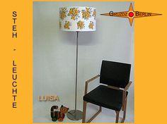 Stehleuchte LUISA h 165 cm Stehlampe Retrodesign. Gelbe Blüten auf Weiss, so schön können die 60er Jahre sein ;-) Die Stehleuchte LUISA ist aus original Retrostoff der 60er Jahre.