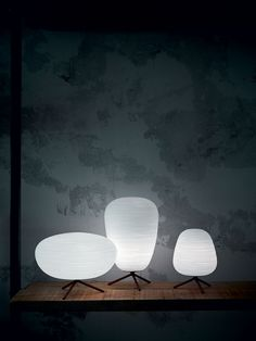 Foscarini Ritual 2 table lamp made with hand-blown glass marked by thin engravings. Chandeliers, White Table Lamp, Table Lamps, Italian Lighting, Design Furniture, Hand Blown Glass, B & B, Lighting Design, Modern Lighting
