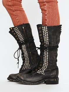 Celebrities who wear, use, or own Jeffrey Campbell Studded Seattle Love Boot. Also discover the movies, TV shows, and events associated with Jeffrey Campbell Studded Seattle Love Boot. Grunge Style, Soft Grunge, Crazy Shoes, New Shoes, Me Too Shoes, Galaxy Converse, Doc Martins, Jeffrey Campbell, Grunge Outfits