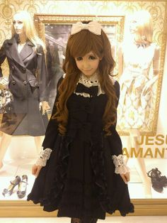 "•○~ Hime Gyaru, 姫ギャル, ""princess girl"" ♥ Jesus Diamante - hair - curls - hair bow - makeup - dress - ruffles - lace - shop window - cute - kawaii  - Japanese street fashion✮ ~•○"