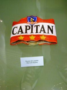 Museo #COLOCOLO, Santiago de Chile. Jineta de Capitán de Marcelo Fabián Espina ... Candy, Necklaces, Football Team Pictures, Pimples, Santiago, Museum, Cat, Life, Candy Bars