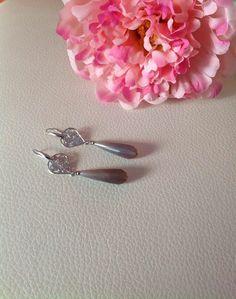 Filigrana lavorata e monachella color argento , Nickel Free. Pietra grigia sfumata.