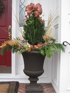 #pottery #planters #containers #pots  Winter Container  www.pocketfullofposiesdesign.com