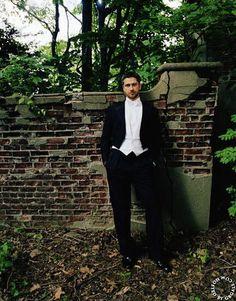 In this photo: White bow tie. White shirt. White vest. Beard. Gerard Butler. :P