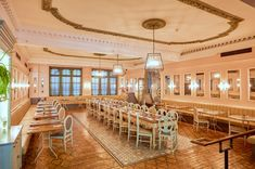 Our restaurant of the month is Hyde Park. Part of the Hilton Hotel, this opulent venue overlooks Hyde Park and is as handy as it is beautiful. Hyde Park, England, Restaurant, London, Beautiful, Restaurants, Supper Club, United Kingdom, Dining Room