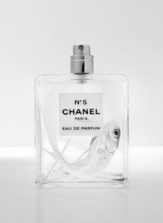 Beschrijving: Apart Chanel flesje. Bron: ?