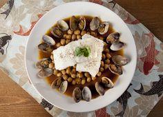 Lomos de bacalao con garbanzos y almejas para #Mycook http://www.mycook.es/receta/lomos-de-bacalao-con-garbanzos-y-almejas/