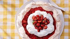 strawberry-lemonade angel pie topped with fresh strawberries Strawberry Whipped Cream, Strawberry Lemonade, Strawberries And Cream, Healthy Desserts, Just Desserts, Delicious Desserts, Dessert Recipes, Cold Desserts, Fruit Recipes