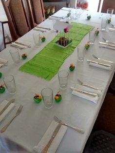 Decoración de Pascua.  / smicasadetodo.blogspot.com Easter Decor, Table Decorations, Recycled Materials, Mesas, Manualidades