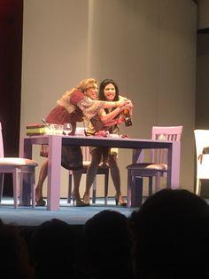 """OBRA DE TEATRO, ROSA DE DOS AROMAS. La actriz mexicana Raquel Garza, invita al público a que venga a divertirse al teatro 11 de Julio,  con la puesta en escena, """"Rosa de Dos Aromas"""". Una divertida historia que involucra a dos mujeres con un mismo hombre y a partir de ello se desenvuelve un drama interesante y cómico. No te puedes perder esta obra de teatro con un gran elenco  y bajo la dirección de José Solé. #ObradeTeatroRosadeDosAromas"""