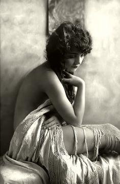 vintage macabre | couple of beautiful portraits of Ziegfeld girls (via Liebemarlene ):
