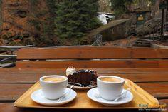 Kawa w tle z Wodospadem Szklarki