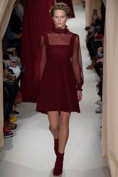 See the complete Valentino Spring 2015 Couture collection.