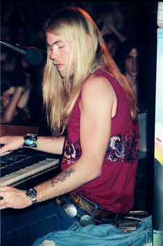 Fuck yeah Gregg Allman and your Wiley Coyote tattoo!