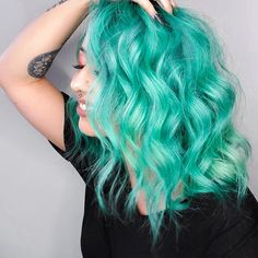Crazy 2019 Mystical Mint Hair Color Highlights To Rock Now. Are you looking the Fresh Hair Color Ideas for yourself in Just Browse here to see the Unique & Amazing Mystical Mint Hair Color Style to try out right now in the modern era and go rock in Mint Hair Color, Hair Color Highlights, Hair Color Dark, New Hair Colors, Hair Color Balayage, Blonde Color, Mint Green Hair, Unique Hair Color, Haircolor