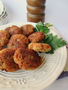 polpette mortadella Polpette Recipe, Happiness Recipe, Ricotta, Low Carb Brasil, Fast Easy Meals, Food Out, Cooking Recipes, Healthy Recipes, Best Dinner Recipes