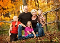Family Picture Poses for 5 | Found on adamhommerding.com