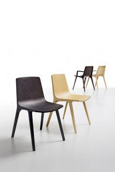 Seame Chair. Carcasa de madera contrachapada curvada tridimensional encolada a bastidor de madera maciza de haya o fresno. #Mober