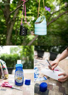 Macetas colgantes reciclando botellas de plástico