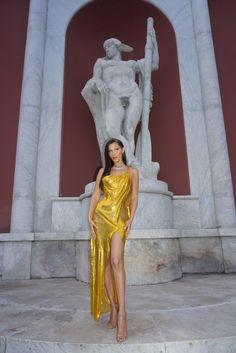Bella Hadid's Rome Adventures Include Bulgari Baubles, Supermodels, and Espresso (of Course!) - Bella Hadid's Rome Adventures Include Bulgari Baubles, Supermodels, and Espresso (of Course! Bella Hadid Style, Foto Pose, Poses, Celebs, Celebrities, Mellow Yellow, Pretty Face, Malta, Supermodels