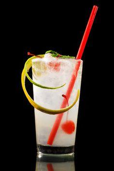 Der Gin Fizz ist ein klassischer Cocktail auf Gin-Basis. Herrlich erfrischend mit angenehmer Säure und wohl der Stammvater aller Fizzdrinks.