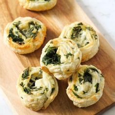 Spinach and Feta Pinwheels made from puff pastry are great for easy snacks or appetisers. These vegetarian scrolls freeze & reheat well. Lemon Potatoes, Roasted Sweet Potatoes, Snack Recipes, Cooking Recipes, Popsicle Recipes, Quiche Recipes, Soup Recipes, Dinner Recipes, Dough Recipe