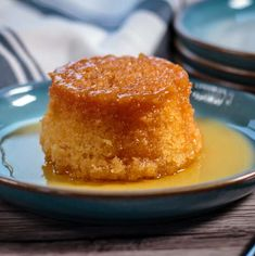 A simple version of this classic British dessert, this Slow Cooker Treacle Sponge is guaranteed to warm you through to your bones! Slow Cooker Cake, Slow Cooker Desserts, Slow Cooker Recipes, Cooking Recipes, Crockpot Recipes, Meal Recipes, Banana Cheesecake, Cheesecake Recipes, British Pudding