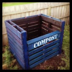 Build a compost bin from repurposed pallets! Build a compost bin from repurposed pallets Vertical Pallet Garden, Pallets Garden, Pallet Planters, Pallet Fence, Old Pallets, Recycled Pallets, Firewood Shed, Garden Compost, Diy Pallet Projects