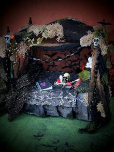 19th Day Miniatures Works in Progress: A few Halloween or Witchy Haunted House Miniatures and some more of Sherry's jewelry