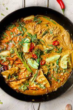 Coconut Noodle Recipes, Lemongrass Soup, Curry Noodles, Cauliflower Curry, Veggie Soup, Spring Recipes, Lemon Grass, Lentils, Cooking