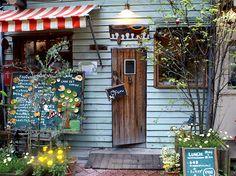 ***雑・パティシエ*** 高円寺で、秘密基地みたいなカフェに潜入@HATTIFNATT Cafe Shop, Cafe Bar, Cafe Restaurant, Coffee Shop Bar, Coffee Cafe, Lunch Cafe, Love Cafe, Shop Facade, Hawaii Homes
