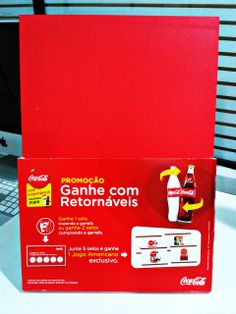 Qualidade e bom gosto no #displaydemesa da Coca-Cola. Sucesso garantido no ponto de venda! #grafica #merchandising #pdv #cocacola