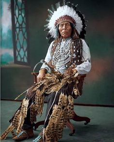 Rarely Seen Photos Of Real Americans | History Daily Native American Paintings, Native American Quotes, Native American Symbols, Native American Beauty, American Gothic, American Indian Art, Native American History, American Traditional, American Women