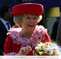 Een vrolijke koningin Beatrix, mooie foto!