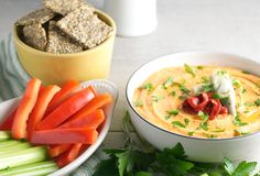 This silky-smooth, keto-friendly White Bean Hummus with Red Peppers, and Artichokes is bursting with classic Mediterranean flavors. White Bean Hummus, Low Carb Crackers, Low Carb Veggies, Roasted Red Peppers, Artichokes, White Beans, Serving Dishes, Food Inspiration, Low Carb Recipes
