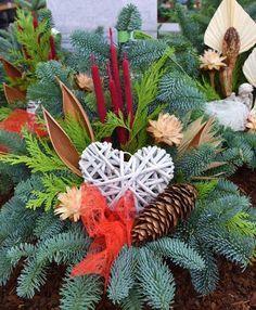 Christmas Urns, Christmas Planters, Christmas Arrangements, Diy Christmas Ornaments, Floral Arrangements, Christmas Wreaths, Cemetery Decorations, Xmas Decorations, Handmade Decorations