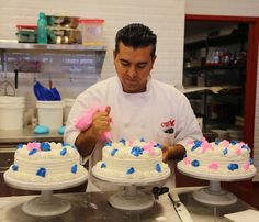 Buttercream do Buddy Valastro (Cake Boss) Buddy Valastro, Cake Boss Buddy, Carlos Bakery, Master Baker, Cake Show, Bakery Cakes, Buttercream Cake, Cake Decorating, Wedding Cakes