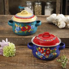 The Pioneer Woman Dazzling Dahlias Mini Dutch Oven, Set of 2 Pioneer Woman Dishes, Pioneer Woman Kitchen, Pioneer Women, Dutch Oven Set, Countertop Convection Oven, Cocina Shabby Chic, Small Meals, Ree Drummond, Cookware Set