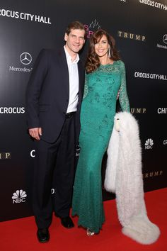 Carol Alt Photos - Alexey Yashin and Carol Alt attend the red carpet at Miss Universe Pageant Competition 2013 on November 2013 in Moscow, Russia. - Miss Universe Pageant 2013 - Red Carpet Arrivals Bill Cunningham New York, Carol Alt, 50 And Fabulous, Real Couples, Pageant, Red Carpet, High Fashion, Most Beautiful, Universe