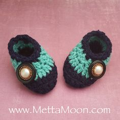 MettaMoon Tiny Feet Crochet Baby Booties, Navy Blue and Turquoise with Vintage Button