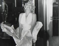 Ο Garry Winogrand ήταν ο φωτογράφος που τράβηξε τη διάσημη φωτο της Marilyn Monroe, με το λευκό φόρεμα που ανασηκώνεται από ρεύμα αέρα. Φωτογράφησε τους διάσημους της εποχής του και άφησε παρακαταθήκη 250.000 λήψεων. Στις