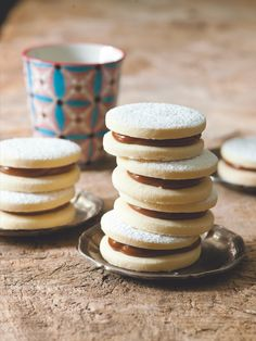 Sušenky, které se pečou po celém Španělsku i v Latinské Americe, můžete podávat k čaji anebo o Vánocích zařadit jako novinku k tradičním druhům cukroví. Pancakes, Breakfast, Food, Morning Coffee, Meal, Crepes, Essen, Pancake, Hoods