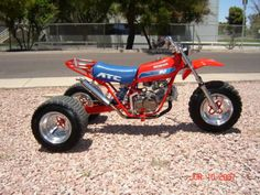 This is a fast looking three wheeler !