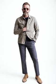 This combination of a beige field jacket and grey dress pants is the epitome of masculine refinement. And if you want to immediately dress down this outfit with shoes, why not add tan suede desert boots to the equation? Mens Style Looks, Men Looks, Style Men, Men's Style, Mens Boots Fashion, Men's Fashion, Mature Fashion, Daily Fashion, Grey Suede Jacket