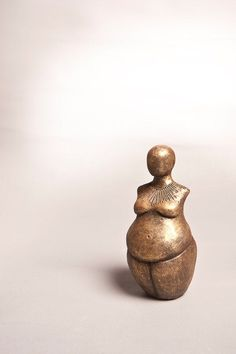 Venus of Willendorf Inspired - Fertility Sculpture - Gift for Midwife - Gift for Doula - Goddess Statue - Womb blessing gift - blessingway Venus Of Willendorf, Midwife Gift, Ancient Goddesses, Sacred Feminine, Wood Sculpture, Ceramic Sculptures, Ancient Art, Mother Earth, Oeuvre D'art