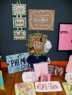 Phi Mu Big/Little gifts Phi Sigma Sigma, Kappa Alpha Theta, Delta Gamma, Tri Delta, Phi Mu Crafts, Sorority Crafts, Big Little Week, Big Little Gifts, Sorority Sugar