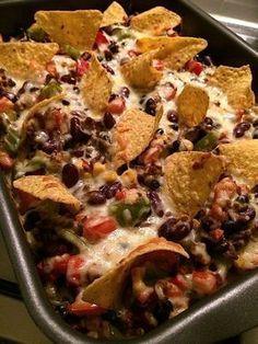 Mexicaanse ovenschotel - Ga ik ook eens proberen ... vervang ik wel de gehakt met Quorn gehakt om het vegetarisch te houden. I Love Food, Good Food, Yummy Food, Easy Cooking, Cooking Recipes, Cooking Pork, Bon Dessert, Quorn, Oven Dishes