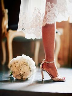 Glitter Shoes and Flowers - / Chic With A Twist Bridal Shoes, Wedding Shoes, Wedding Gowns, Wedding Bouquet, Perfect Wedding, Dream Wedding, Wedding Day, French Wedding, Pose