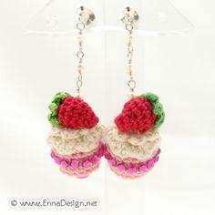 Micro Mini Amigurumi Cake Earring Strawberry Cake by ennadesign Crochet Cake, Crochet Food, Crochet Crafts, Yarn Crafts, Knit Crochet, Crochet Accessories, Diy Earrings, Crochet Necklace, Crochet Patterns